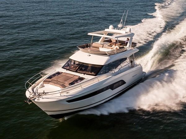 Prestige 630 Yacht