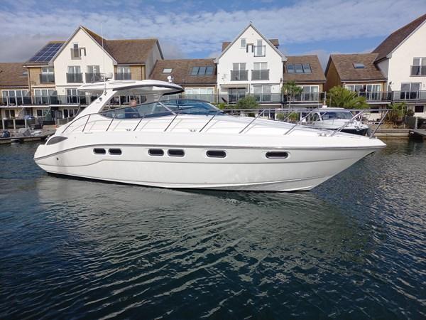 Sealine S41 - afloat