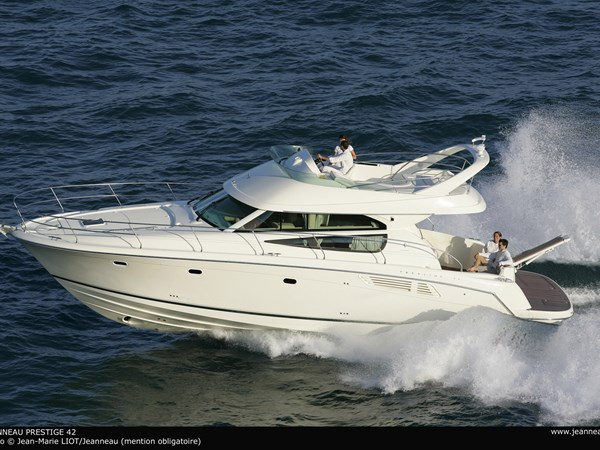 For sale Jeanneau Prestige 42 - brochure shot