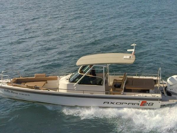 Axopar 28 T-Top  on the water