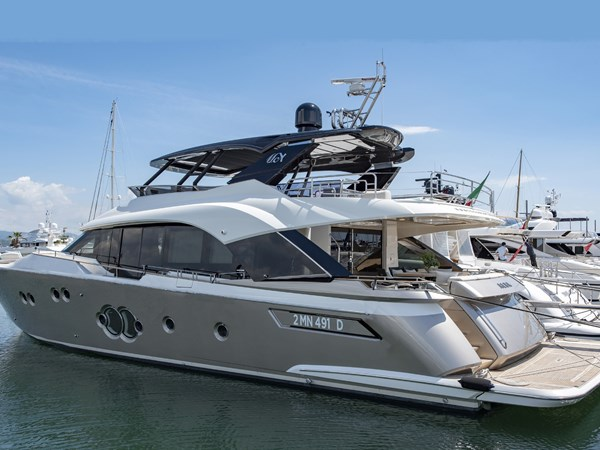 Monte Carlo Yachts MCY80 For Sale